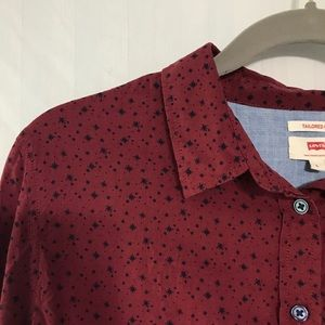 Lightweight Levi's maroon button down navy specks